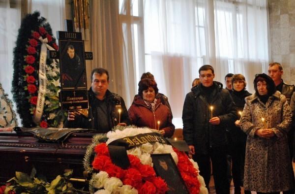 Лидера крымских байкеров похоронили без головы. Мать: Пока не увижу - не поверю /Подробнее/